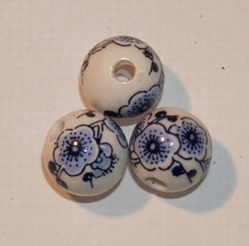 Porcelein, ronde kralen, 12mm, fancy bloemen wit/blauw